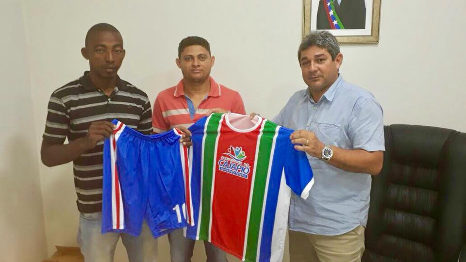 84ac8713d Blog do Vandoval Rodrigues » Dr. Marcone entrega material esportivo ...