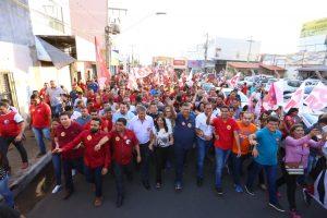 Flávio Dino e moradores de Imperatriz lotam as ruas em caminhada rumo à vitória