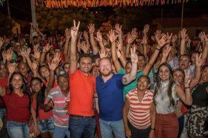 Othelino Neto abre campanha com carreata em São Félix de Balsas