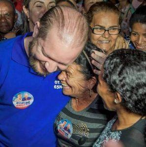Othelino Neto recebe apoio popular durante carreata em Monção