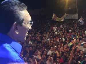 Lobão demonstra força e determinação para mais de 20 mil pessoas em Caxias