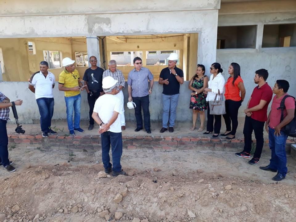 Reitor do IFMA vistoria obra na cidade de Mirinzal