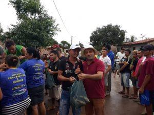Vereador Riba do Bom Viver distribui peixe para centenas de famílias na sexta-feira Santa